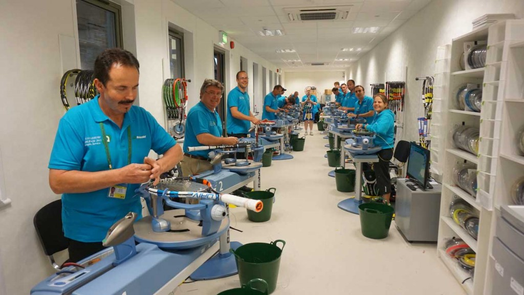 The stringing team at full action